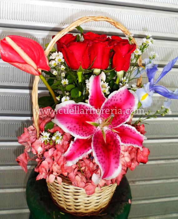 Canasta De 6 Rosas Y Lilium