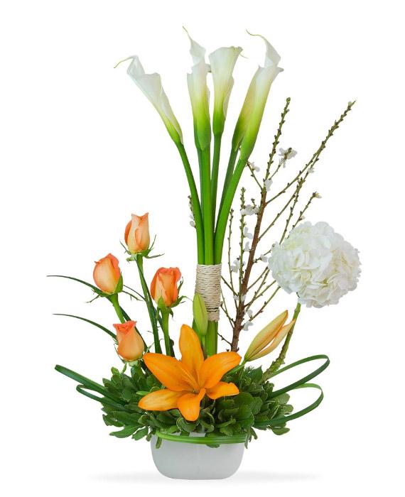 Arreglo de Calas blanco con rosas confetti y lilium Florera